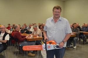 Lucky winner of the chainsaw draw: Rick Kaptein